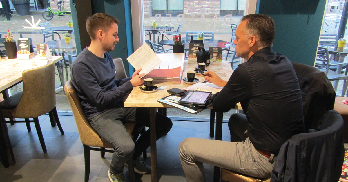 Wietse Venema voert intakegesprek met ondernemer in Apeldoorn